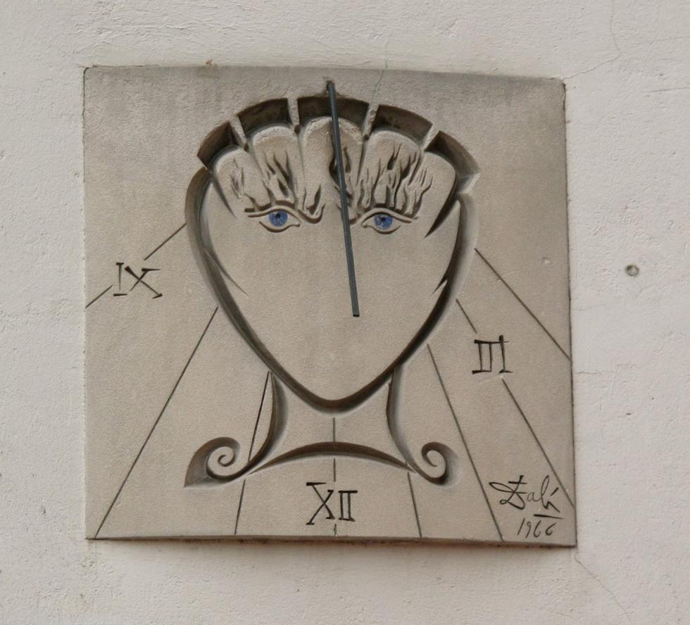 Reloj de Dalí en París: el pintor te da la hora del sol