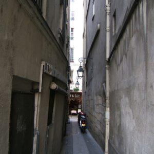 La calle más estrecha de París y una serie de historias raras (de verdad)