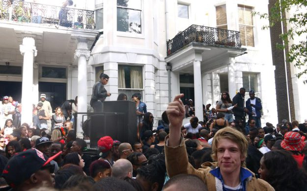 Carnaval de Notting Hill Licencia Commons by Dontunderthinkit