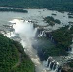 Cataratas del Iguazú Wikipedia Creative Commons by Mario Roberto Durán Ortiz Mariordo