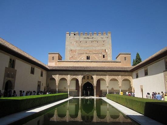 Patio de los Mirtos de la Alhambra.