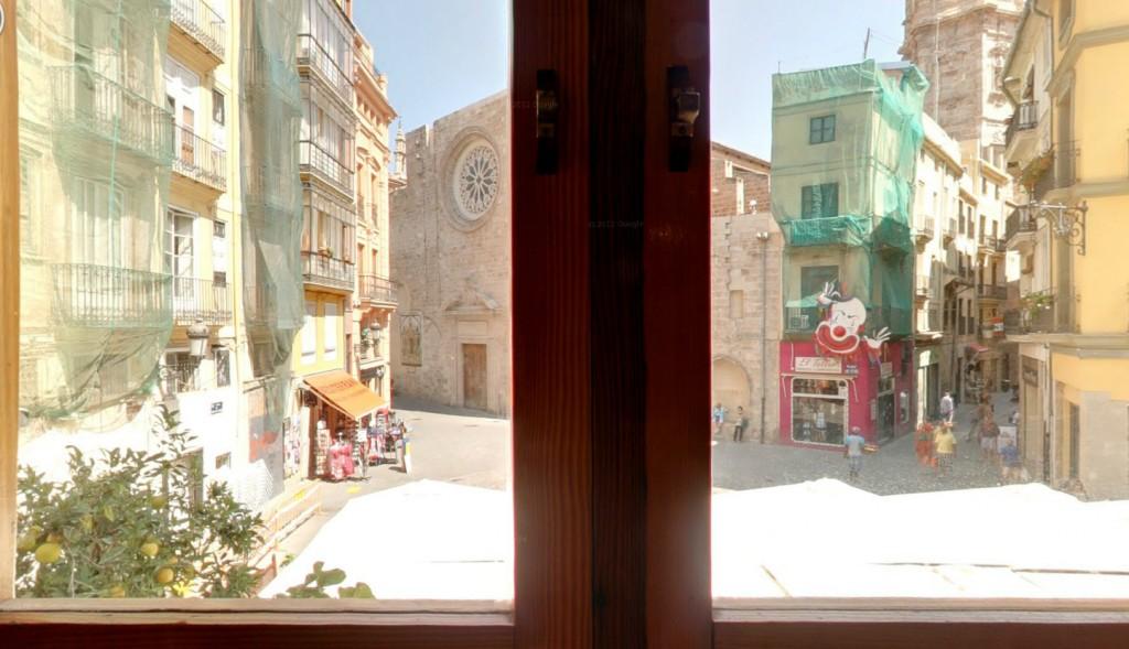 """Vistas de la plaza Lope de Vega desde el local """"Ocho y medio"""""""