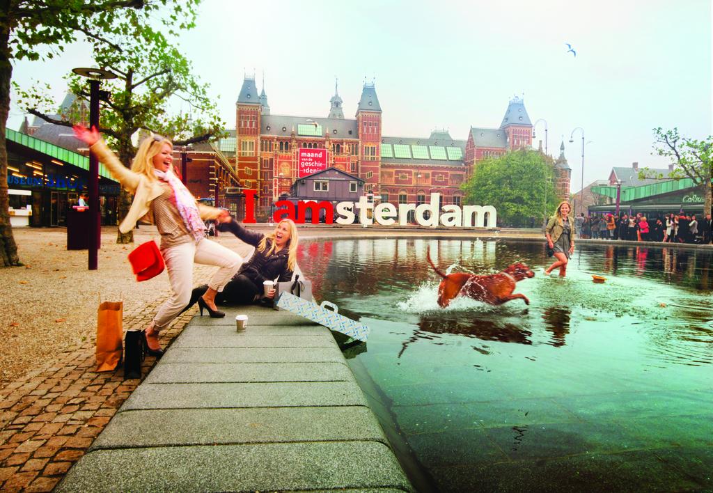 El  Museumplein, la explanada de los museos de Ámsterdam