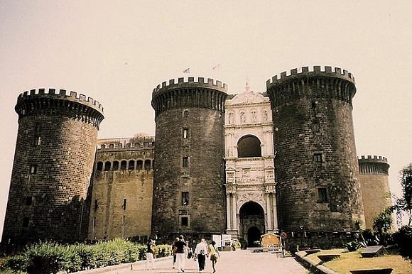 Castel de'll Ovo.