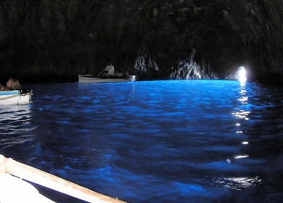 Interior de la Gruta Azul de Capri.