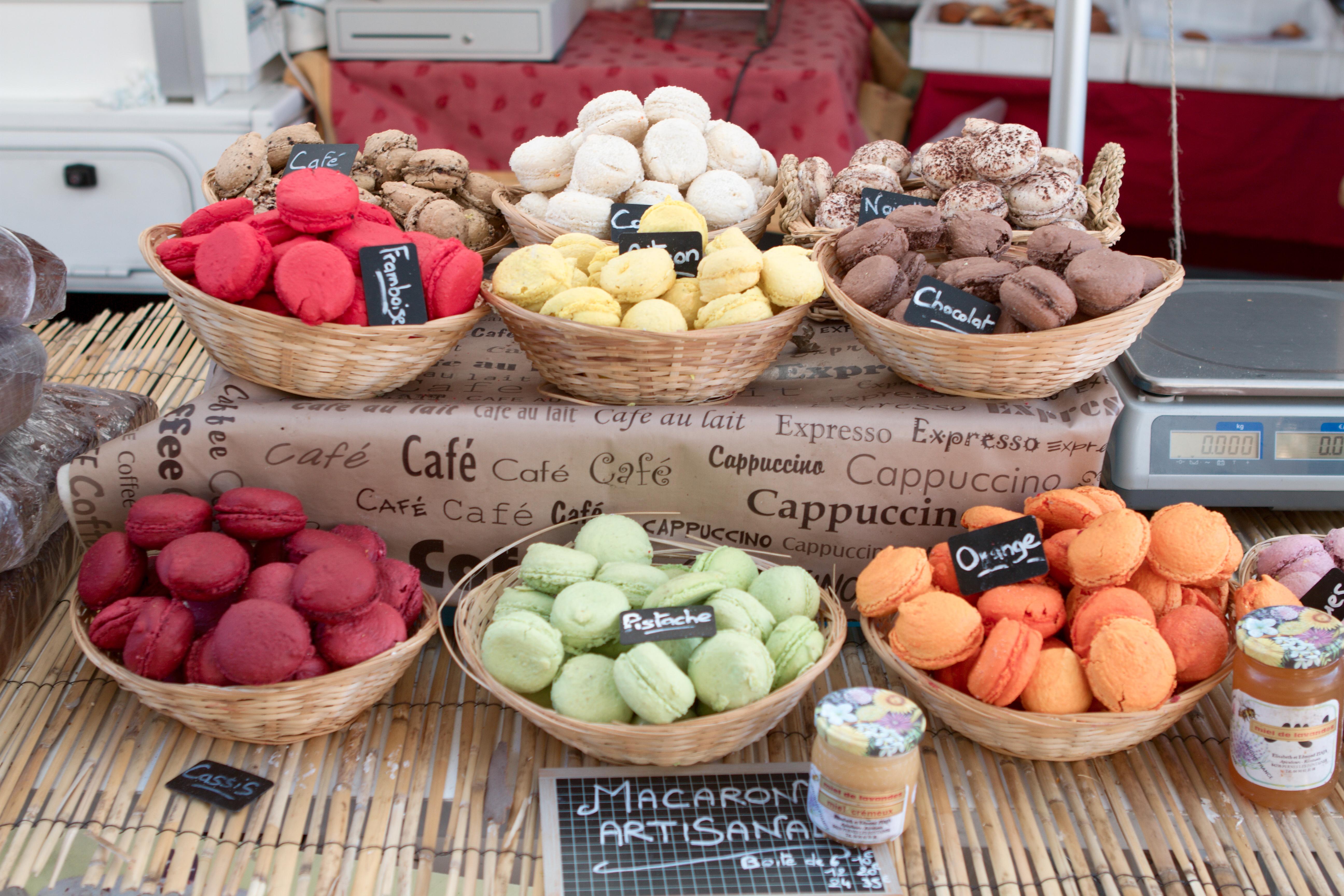 Market_Aix-en-Provence_20100828_Macaron