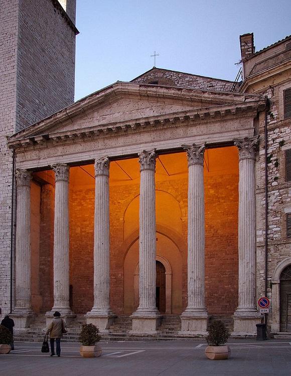 Templo de Minerva en Asís.
