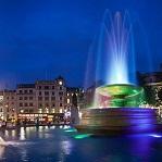 Fuentes de Trafalgar Square Wikipedia Commons by Diliff