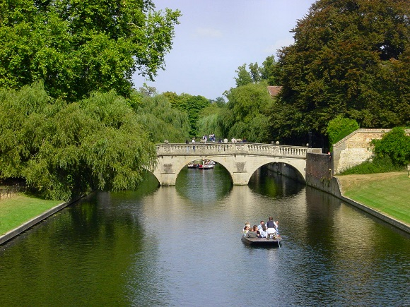 El Clare Bridge de Cambridge.