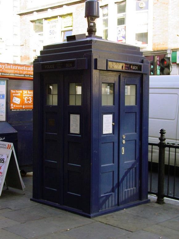 Estación telefónica de la policía de Londres de Earls Court.