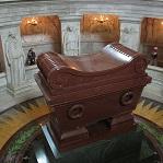 Sarcófago de Napoleón Inválidos de París Wikipedia Commons by Kristian Tvrdak