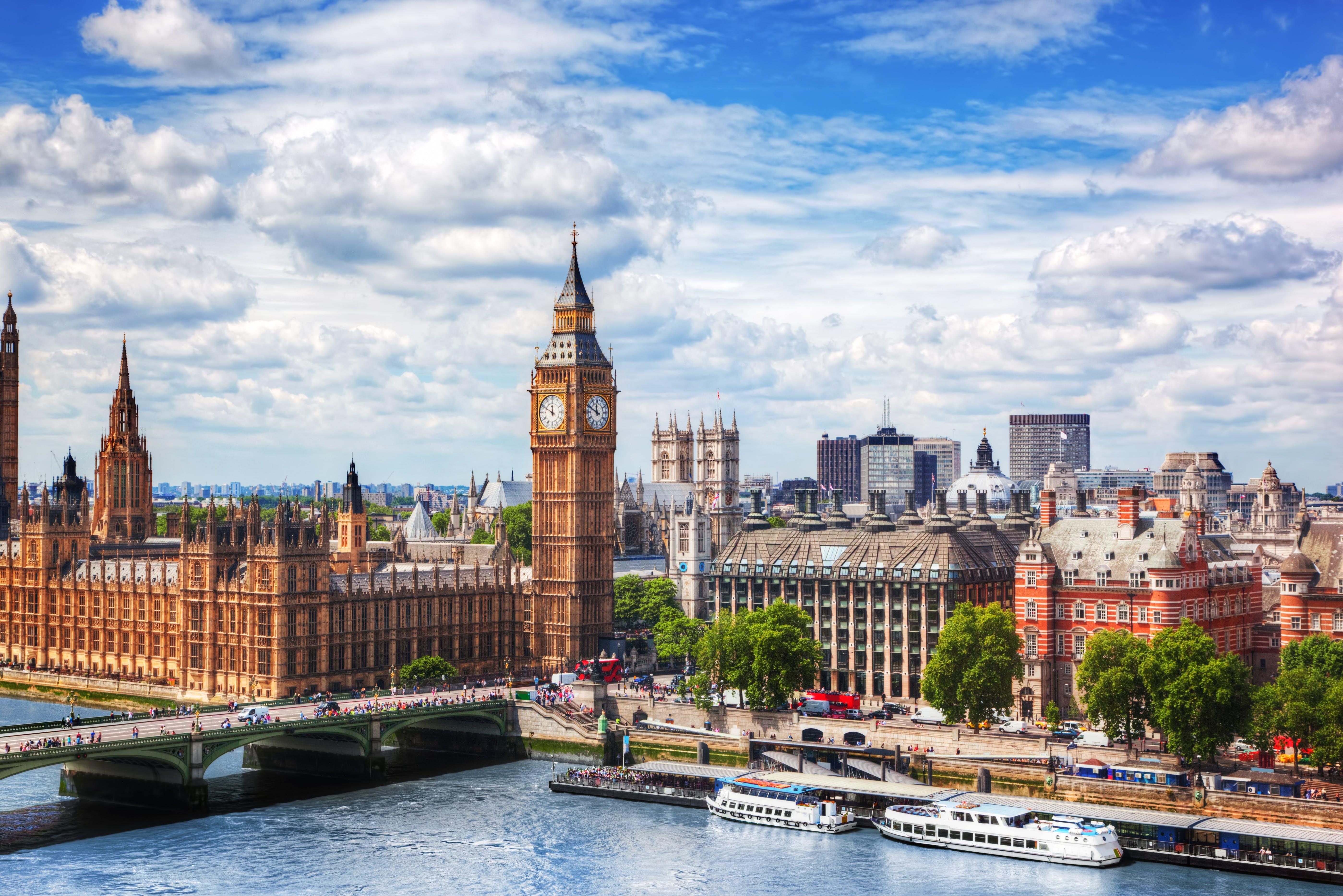 Big Ben, Westminster Bridge on River Thames in London.jpg