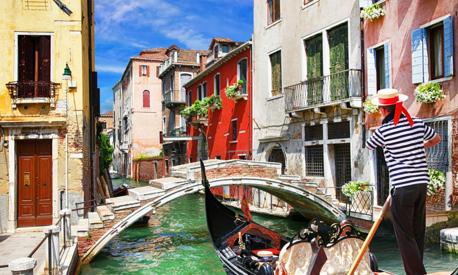 Venetian vacations. colorful sunny canals of beautiful city_Fotolia_79515402.jpg