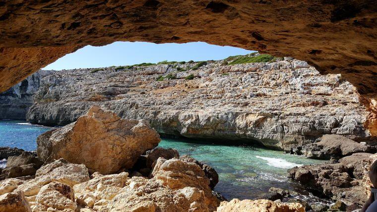 Visita guiada en grupo reducido a la espeleología del mar en Mallorca Cova de Coloms