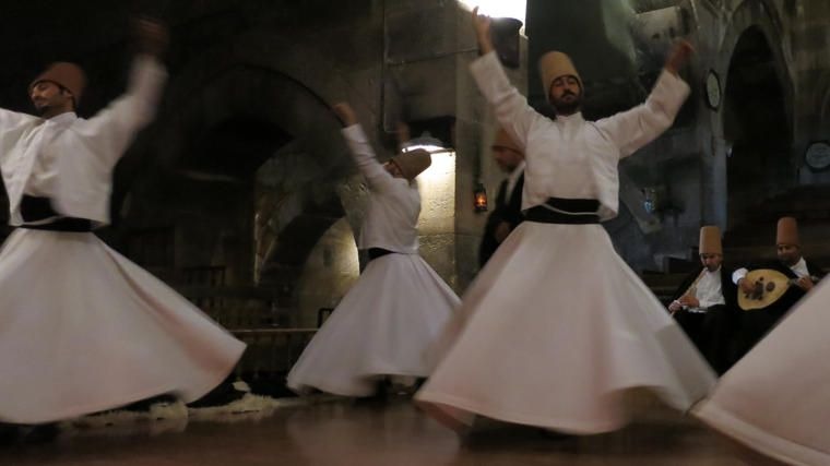 Espectáculo de derviches giradores en Estambul